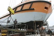 Unikátní remorkér ledoborcového typu nyní dokončují v loděnici na Lhotce u Lovosic.
