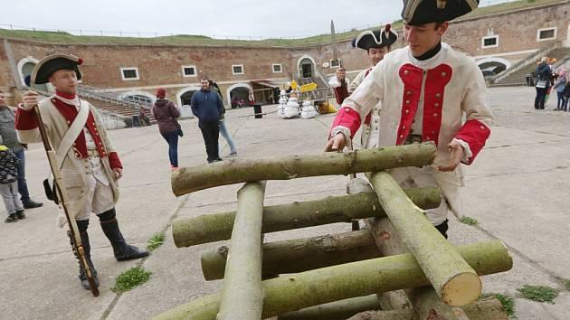 Slavnostní otevření pevnosti v Terezíně provázely pohádkové postavy