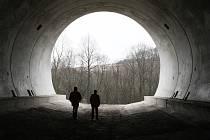Jeden z tunelů na dostavbě dálnici D8, ilustrační foto.