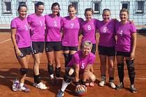 BAVÍ JE TO. Ženské volejbalové družstvo ASK Lovosice hraje stále pro radost.