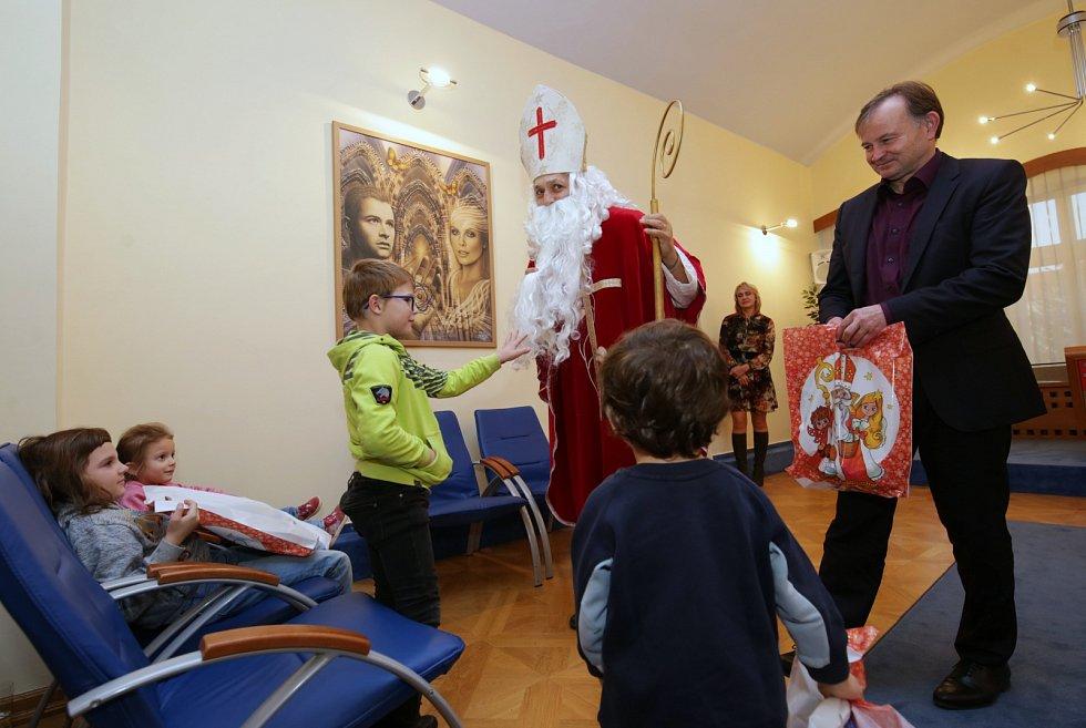 Za dětmi z litoměřického Klokánku přišel Mikuláš