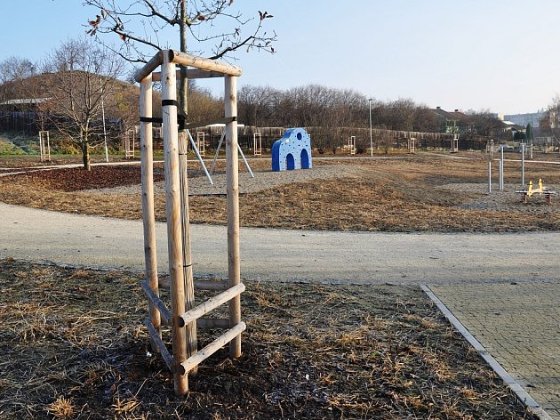 Stavba nového parku na Miřejovické stráni, podpořená dotací ze Státního fondu životního prostředí, může pokračovat.