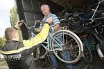 Do Afriky míří dobročinná kola z Terezína