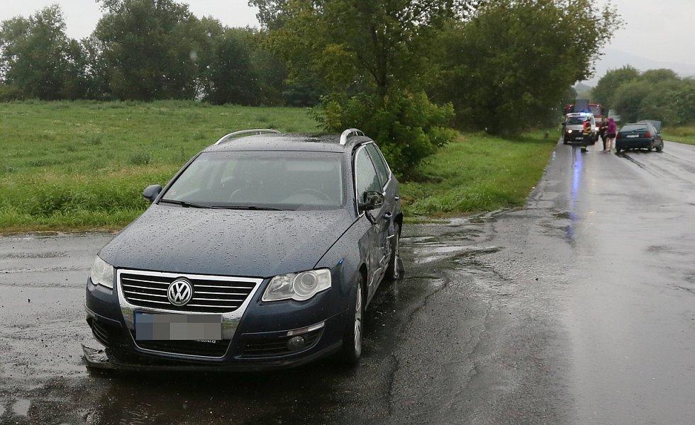 Nehoda tří vozidel u Travčic