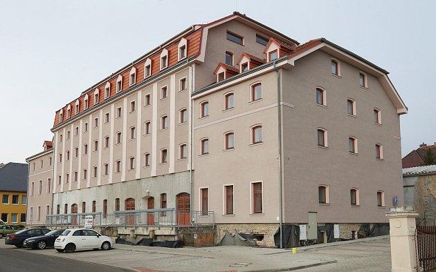 Zrekonstruovaný dům, který kdysi patřil firmě Oseva, je vdražbě.