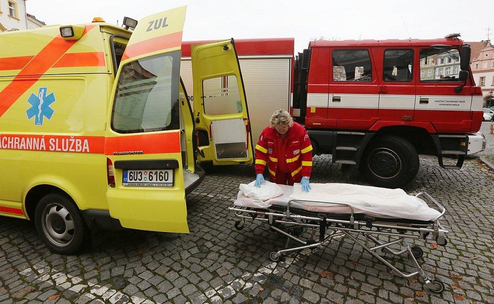 V pátek dopoledne zasahovali v Litoměřicích na Mírovém náměstí hasiči a záchranka.