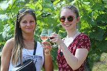 V Malých Žernosekách se putovalo za vínem.