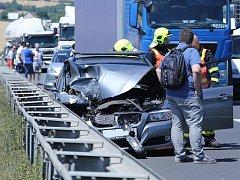 Nehoda karavanu a osobního auta na dálnici D8 u Lovosic