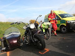 Střet motorky a automobilu si vyžádal zranění
