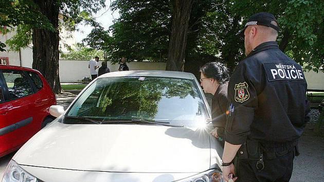 Neoprávněné parkování na biskupství končí.
