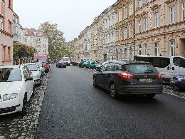 Palachova ulice je již po rekonstrukci částečně průjezdná.