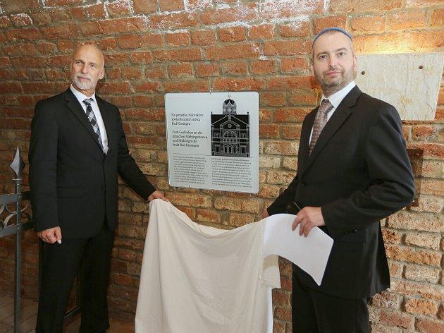 Starosta německého města Bad Kissingen odhalil v terezínském kolumbáriu pamětní desku jako památku na bývalé obyvatele města, kteří prošli židovským ghettem.