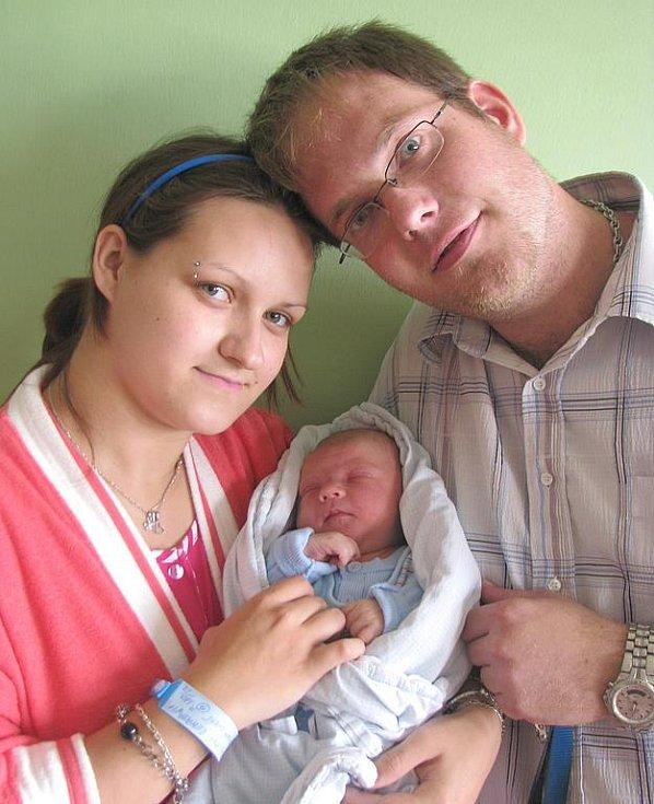 Renatě Barvové a Lukáši Dlouhému z Lovosic se v litoměřické porodnici 14. června ve 20.20 hodin narodil syn Lukáš Dlouhý. Měřil 52 cm a vážil 3,85 kg. Blahopřejeme!