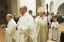Při mši svaté poděkovali kněží za opravu kostela
