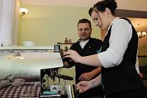 Dvacet studentů se na kurzu barista připravovalo na svoji profesní dráhu.