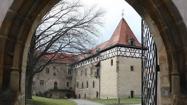 Vodn hrad a Jandovo mstsk muzeum Budyn nad Oh