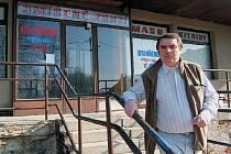 KOUPILI OBCHOD V DRAŽBĚ. Robert Kopecký viní Třebívlice za to, že si teď Podsedice musely prodejnu znovu koupit.