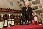 Litoměřický biskup Jan Baxant požehnal v neděli 11. 11. v 11 hodin a jedenáct minut novému svatomartinskému vínu.