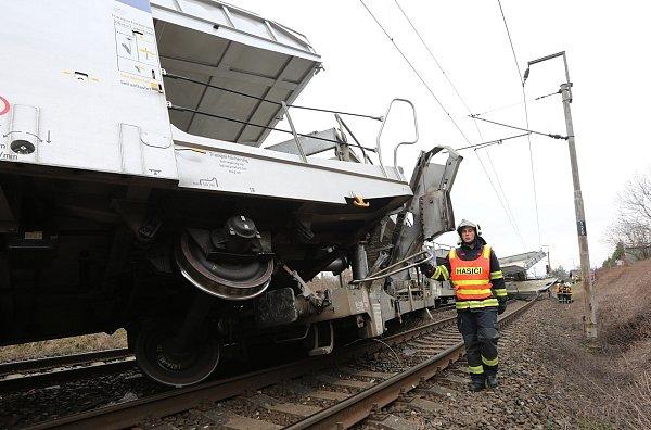 Březen: Srážka vlaků uŽalhostic