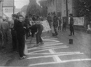 HANBA! Žáci tehdejší Národní školy v Zahořanech se hned v ranních hodinách 21. srpna 1968 vrhli na výrobu transparentů na podporu Alexandera Dubčeka a jeho spolupracovníků. Nápisy a hesla vyjadřovaly odpor proti sovětské invazi do Československa.