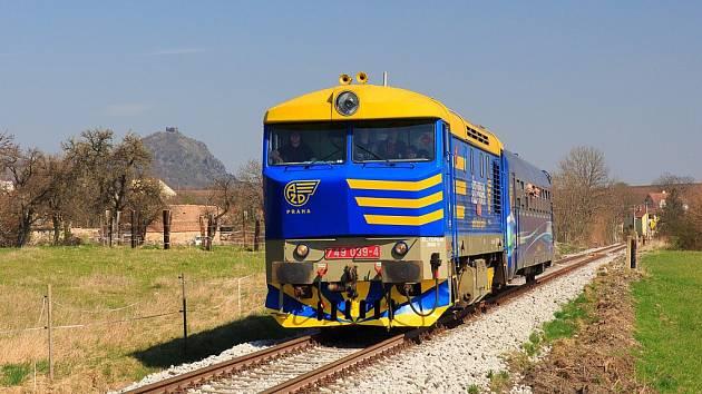 Lokomotivě se podle tvaru čela přezdívá Zamračená nebo Bardotka. Poslední cestující letos po Švětskové dráze sveze poslední říjnový víkend.