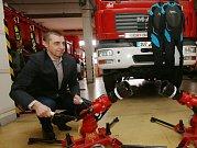 Stotisícový finanční dar od města Litoměřice opět pomohl profesionálním hasičům.
