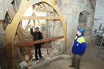 Rekonstrukce gotického hradu pokračuje.