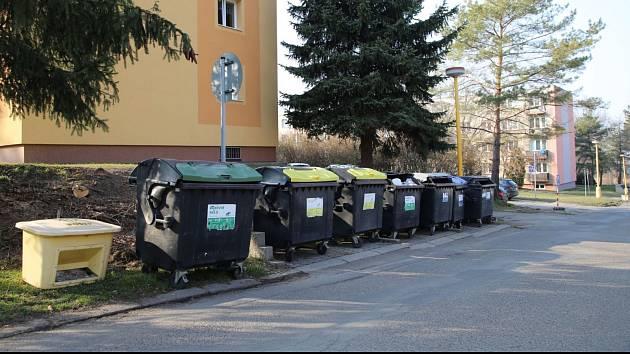 V roudnické Hakenově nahradí nynější nádoby na tříděný odpad nové polozapuštěné kontejnery.