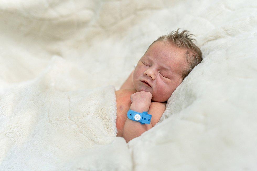 Mikuláš Piller se narodil Sabrině Pillerové a Markovi Rozsypalovi z Vědomic 23. září ve 12.52 hodin v Roudnici n. L. (51 cm a 3,27 kg).