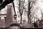 Na archivním snímku je zachycený areál doksanského zámku na začátku 70. let minulého století.