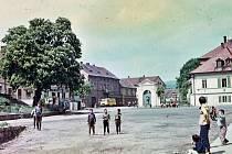 Tentokrát se podíváme do Třebívlic. Snímek ukazuje tamní náměstí v roce 1967.