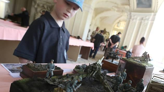 Šikovní modeláři si dali dostaveníčko na zámku v Ploskovicích.
