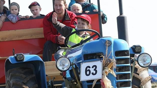 Historické traktory pod Řípem