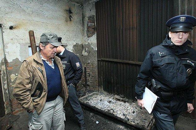 Kontrola nelegální porážky prasat v Lovosicích.