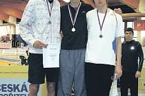 NEJLEPŠÍ. Tři nejlepší výškaři z juniorského šampionátu v Praze. Zleva mladoboleslavský Hostonský, vítěz Jan Sommerschuh a olomoucký Navrátil.