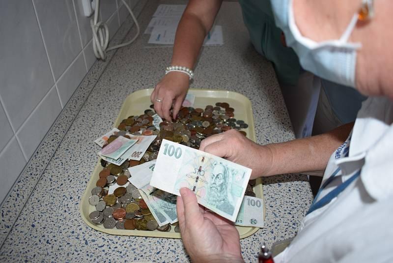 Vybrání kasiček v Nemocnici Litoměřice.