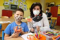 Litoměřická základní škola U Stadionu poskytuje pro děti členů IZS náhradní vyučování po uzavření škol kvůli koronaviru.
