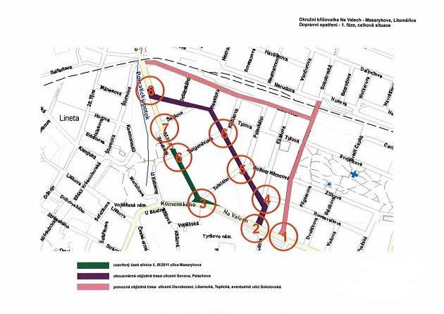 DOPRAVNÍ OPATŘENÍ. Na mapě je vyznačen uzavřený úsek ulice Masarykova a obě objízdné trasy ulicemi Osvobození a Sovova.