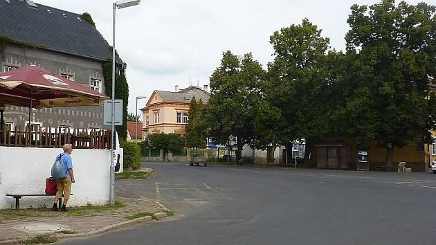 PLOSKOVICE jsou místem, kde se v 15. století odehrály nepokoje, které jsou spjaté s Daliborem z Kozojed. Zámek vznikl později, až v první čtvrtině 18. století.