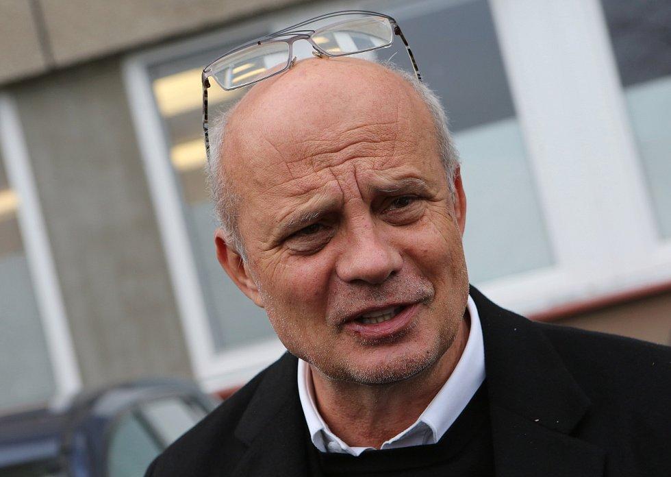 Deník prožil s prezidentským kandidátem Michalem Horáčkem z Roudnice nad Labem jeden den a mapoval jeho kampaň.