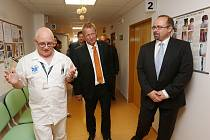 MINISTR zdravotnictví Svatopluk Němeček navštívil litoměřickou nemocnici