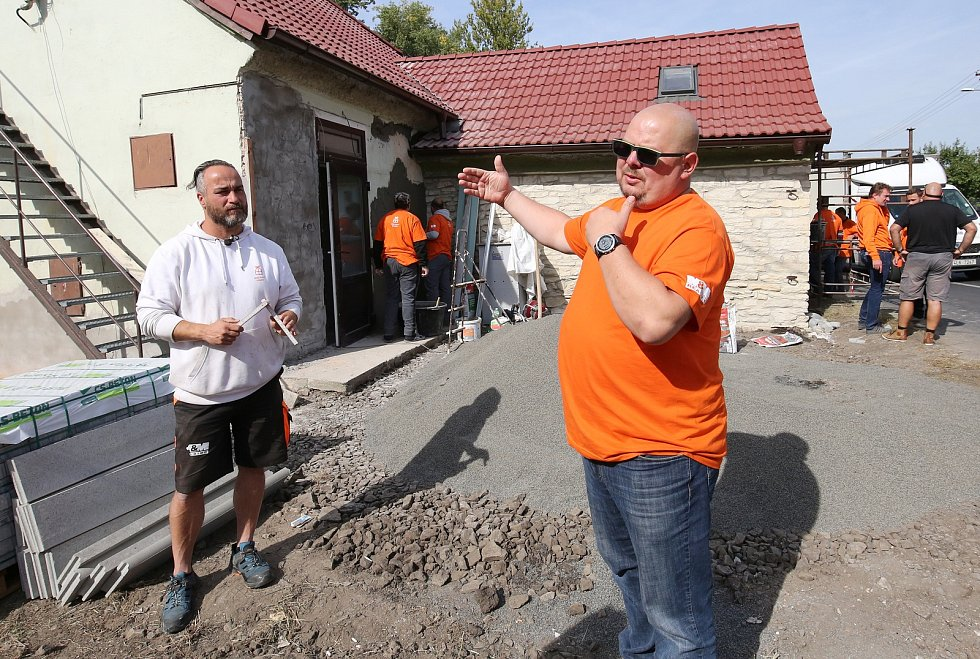 Tereza Pergnerová se štábem pořadu Mise nový domov tentokrát pomáhá v Nučnicích na Litoměřicku.