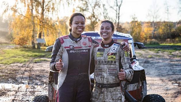 Aliyyah (vlevo) a Yasmeen Kolocovy v přípravě na Dakar.