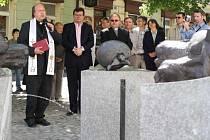 Slavnostní akce se zúčastnil litoměřický biskup Pavel Posád, senátor Alexandr Vondra či generální vikář Karel Havelka (zleva).