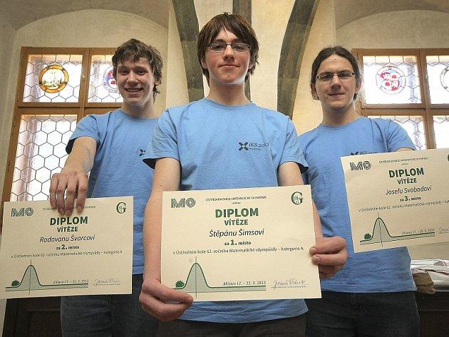 DEVATENÁCTILETÝ STUDENT litoměřického gymnázia právě svádí souboj v  Matematické olympiádě v Jihlavě.