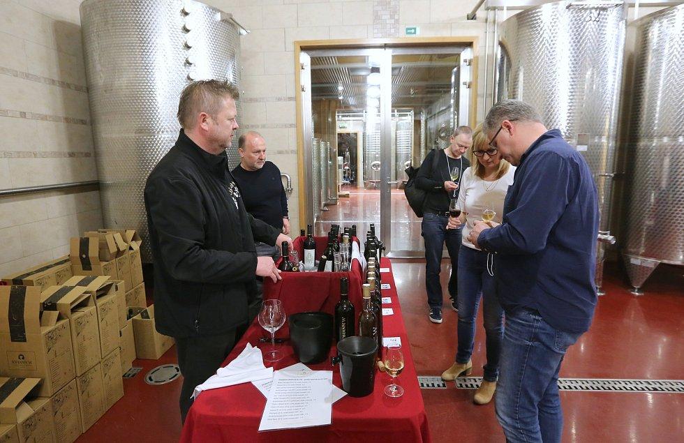 Po celý den byli vinaři přítomní ve svých sklepech, nabízeli ochutnávky svých vín a prozrazovali svá vinařská tajemství.
