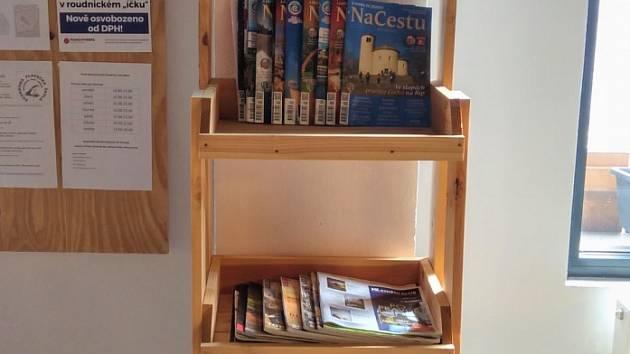 Nová knihovna v infocentru.