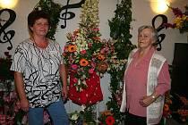 Výstava růží na zámku ve Veltrusech.