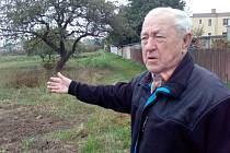 Jaromír Šruma z Brozan nad Ohří v oblasti Na Dílcích určené novým územním plánem k zástavbě