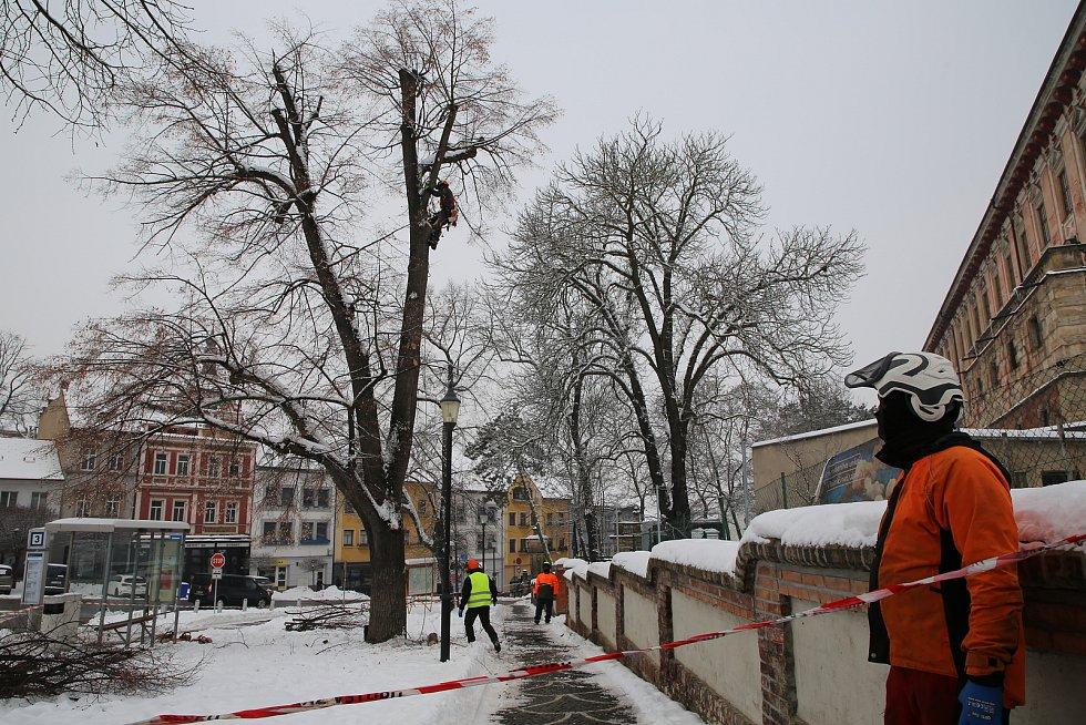První prořezy na Karlově náměstí proběhly už v uplynulých dnech